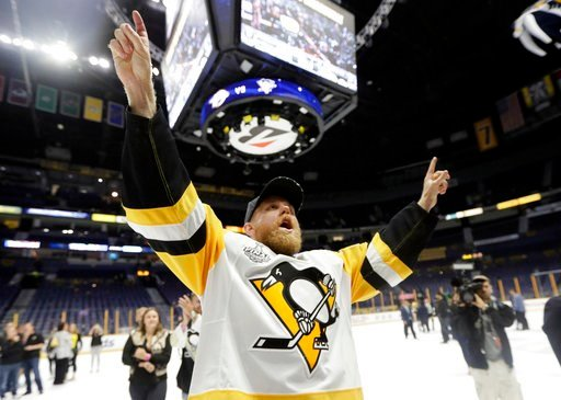 (AP Photo/Mark Humphrey). Pittsburgh Penguins' Patric Hornqvist (72), of Sweden, celebrates as he leaves the ice after defeating the Nashville Predators 2-0 in Game 6 of the NHL hockey Stanley Cup Final, Monday, June 12, 2017, in Nashville, Tenn.